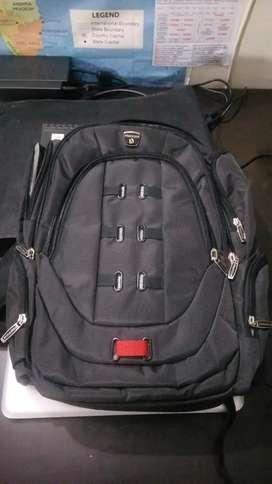 "15""-17"" new gaming laptop premium bag."