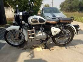 Royal Enfield Classic 350, Bullet, white colour, new type condition