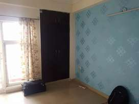 For rent 3 BHK apartment in Noida sector 75