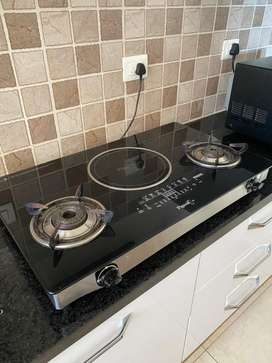 Piegeon Gas Stove with smart Induction Surface.