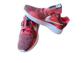 Sepatu terbaru kwalitas terbaik