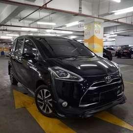 Toyota Sienta Q AT 2017 Hitam Tgn 1 Low Km Dp Ringan