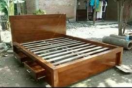Tempat tidur minimalis lacilaci material kayu jati AJF1101