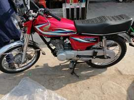 Honda 125 (2015) manufacturer (2016) registered neat and clean.