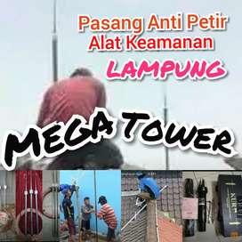 Team Teknisi >Alat Keamanan Pasang Anti Petir Di Wilayah Lampung