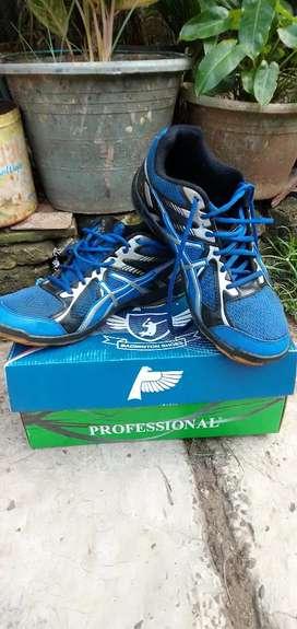 Sepatu badminton bulu tangkis volly
