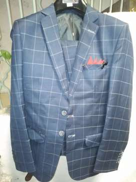 Pant coat three piece for sale use only one time