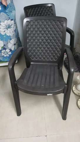 2 fiber chairs in good condition
