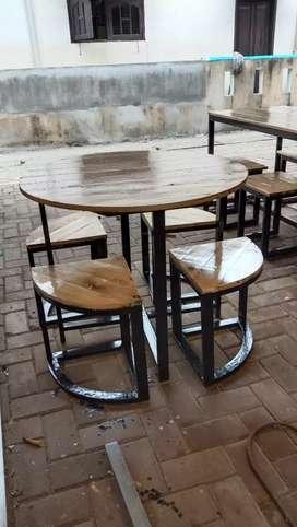 Meja set cafe bahan besi hollow mix kayu jati Belanda model bundar