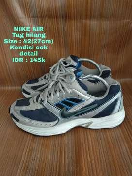 Sepatu running Nike Air