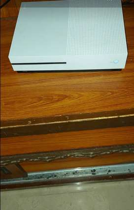 XBOX ONE S only 2 days used