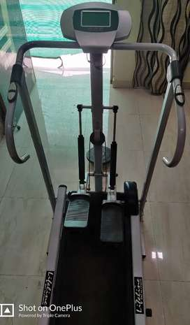 Lifeline Treadmill 5 in 1 (manual) for sale. Excellent condition.