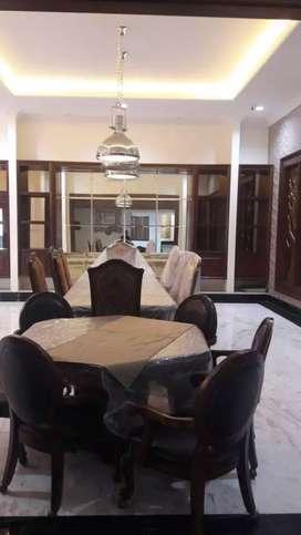 Dijual Beserta Isi Rumah Mewah di Centul City