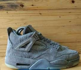 Sepatu Air jordan 4 Retro Kaws Men's cool Grey 25.5 cm