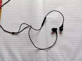 Mi Earphone with dynamic bass and music control