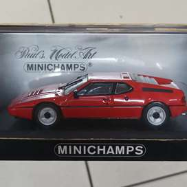 Bmw m1 street minichamps