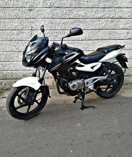 Sell bajaj pulsar 180cc brand new showroom condition bike