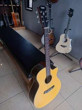 Gitar Taylor Medium Grover