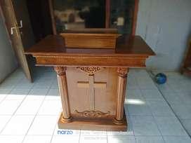 Mimbar podium ukir gereja