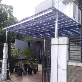 Kanopi baja ringan dengan atap transparan