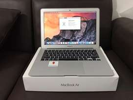 Macbook Air 13inch - Core i5 Early 2015