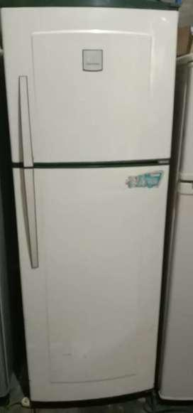 Jual cepat kulkas Polytron 2 pintu normal dan garansi satu bulan