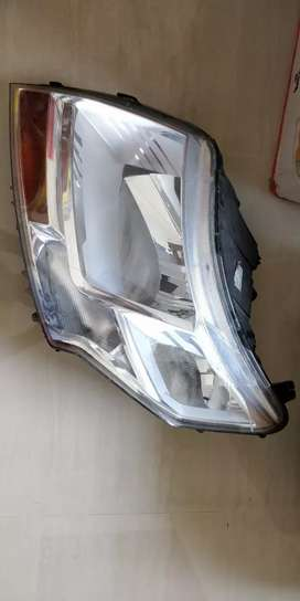 Mahindra TUV300/TUV300 plus Head Light