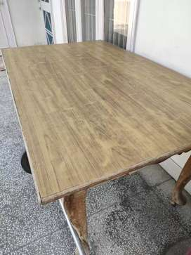 Dinning table only No chairs