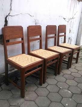 Kursi makan antik lawasan