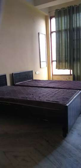 8 rooms 24 bed PG available in noida