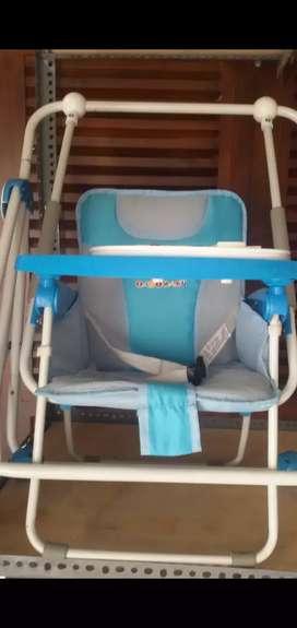 ayunan bisa jadi tempat duduk makan bayi