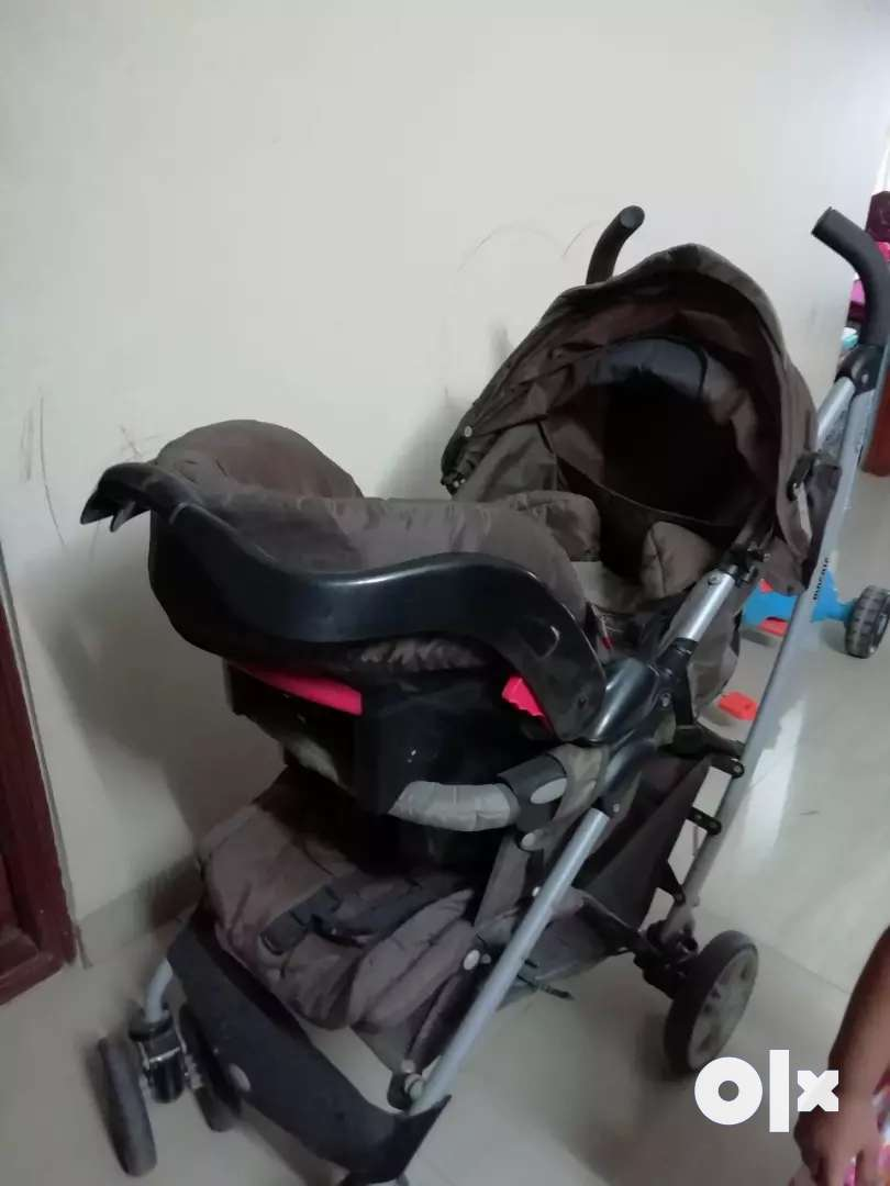 Graco pram with car seat 0