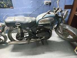 Rajdoot 1973, bike blue colour. 1973 Model. Not in running condition.