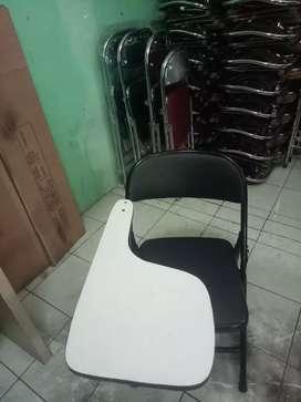Kursi kuliah hitam