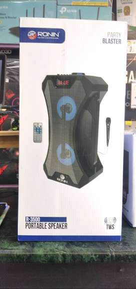 R3500 Ronin Speaker with wired Mic - Brand New