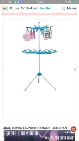 Tripod laundry hanger