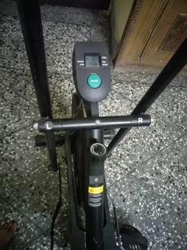 Cycle with moveable handles