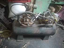 Compresseror 300 pond good condition