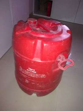 50 lit red & 35 lit yellow drum and 60 feet water pipe