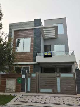 Luxurious 5 marla beautiful house for sale in bahria town lahore