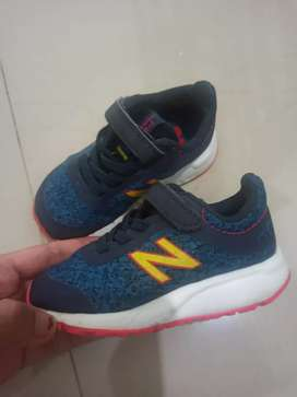 Sepatu bayi New Balance