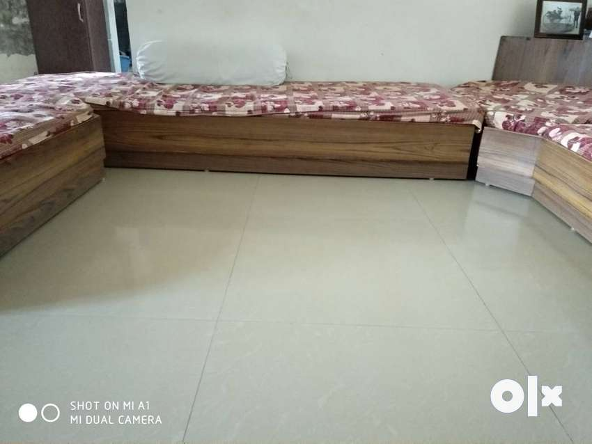 Wants to sell low seating corner sofa 0