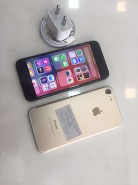 Apple i phone 7-32gb exellet condition warranty and accessories >€