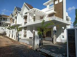 Edapally thrikakara 5.300cent 4bhk 2600sqt house 1.28cr