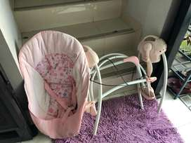 Baby swinger warna pink plus musik