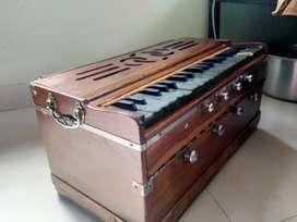 Harmonium with bag