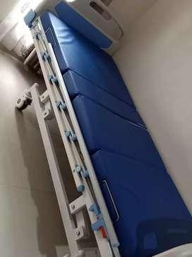 Dijual tempat tidur pasien 3engkol/ABS
