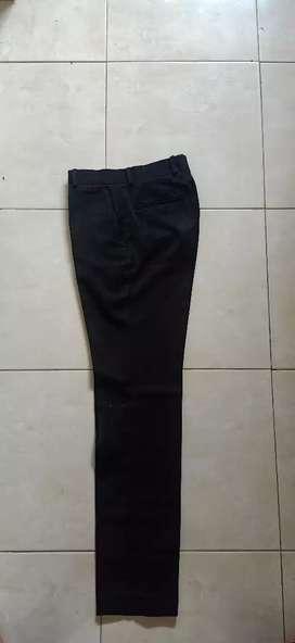 Dijual celana dasar warna hitam