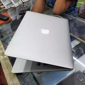 """Macbook air  """"Core i5"""" 13 inch (2019)18 month old with bill"""