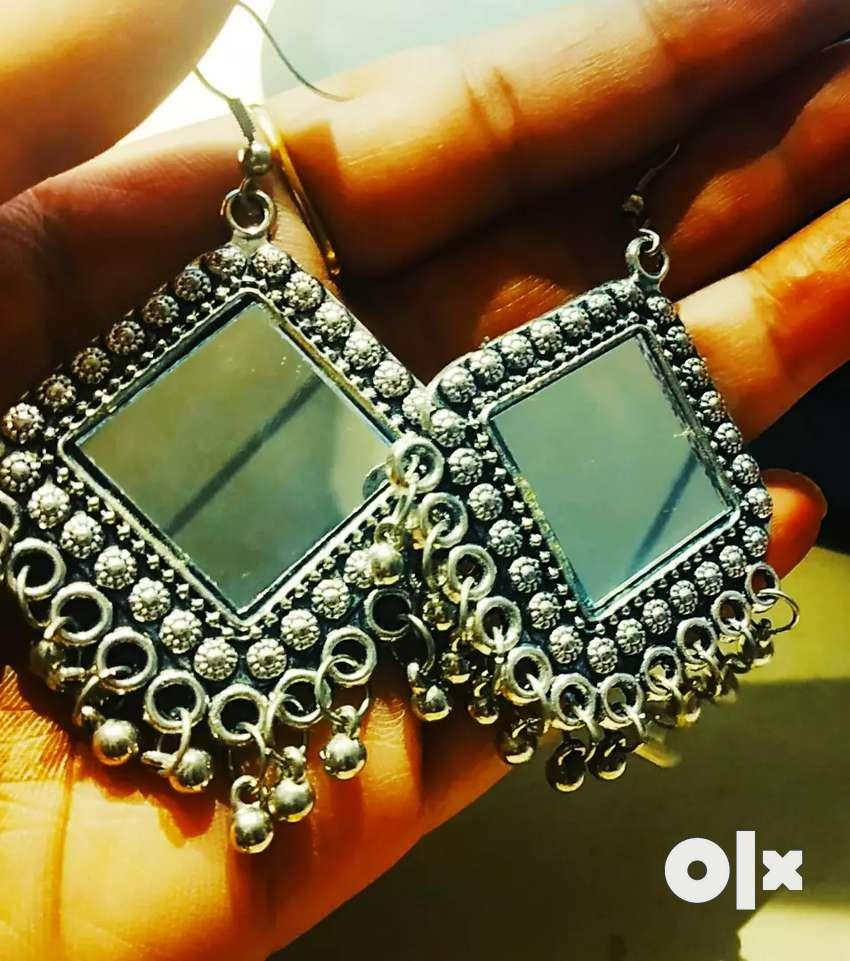 Fashionable earrings 0